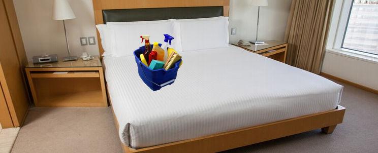 cómo desinfectar la ropa de cama en un hotel