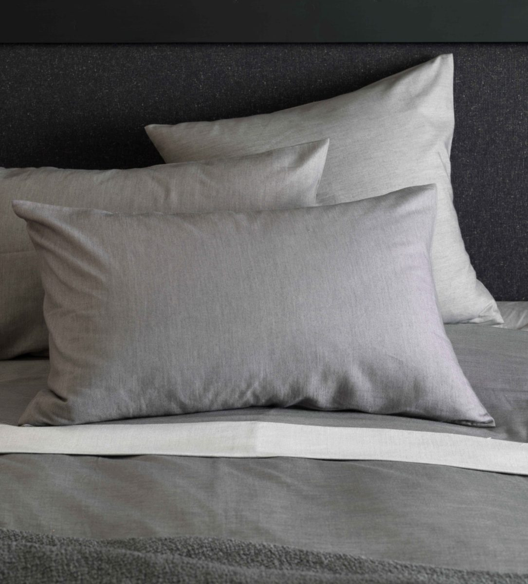 RELAXED_DENIM_GRAPHITE_GREY_PILLOWCASES